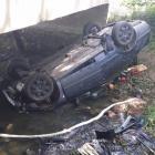 Víkendová koupel: Osobní auto sjelo v Hněvotíně do potoka