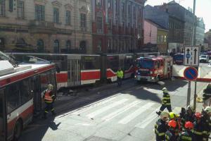 Extra: Návrat na místo těžké dopravní nehody v Brně. Hasiči natočili video
