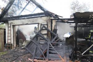 Požár nejen garáže v Ražicích zničil i osobní auto