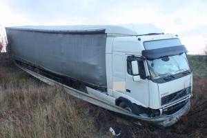 Řidiče překvapilo náledí. Nehody se obešly bez vážných zranění (VIDEO)
