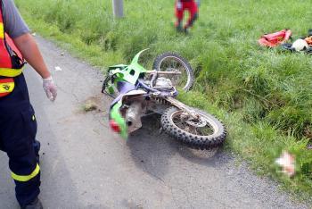 V Halenkově na Vsetínsku zemřel další motorkář. Lékař se snažil marně.