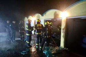 Požár auta v garáži v Praze způsobil už za málo minut velkou škodu
