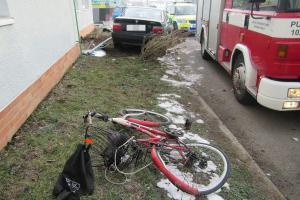 Osobák ve Starém Městě smetl cyklistu. Ten srážku nepřežil