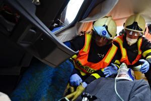 Rozdíl mezi dobrovolným a profesionálním hasičem? Ten první nesmí onemocnět