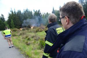 Pražští hasiči cvičili s policejními pyrotechniky likvidaci požáru tlakových lahví