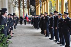 V Hluboké nad Vltavou byli oceněni medailemi jihočeští hasiči