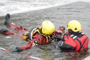 Zima hasičům zřejmě dopřála poslední ideální podmínky k výcviku