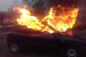 Po nehodě začalo vozidlo hořet. Že to bylo cvičení, hasiči nevěděli
