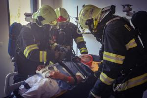Tolik hasičů ve špitálu ještě neskončilo. Cvičili ve Fakultní nemocnici v Olomouci