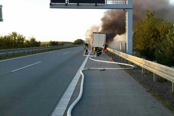 Požár návěsu kamionu na dálnici D2, doprava vedla jinudy