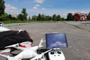 Dron nasnímal výškovou techniku pražských hasičů (VIDEO)