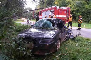 Havárie osobáku na Boskovicku. Spolujezdkyně i řidič zraněni