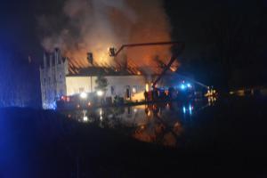 V Zápech vyhořel bývalý mlýn, škody přesáhly 20 milionů (VIDEO)