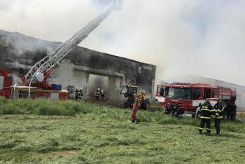 Sklad slámy  v Chřešťovicích hořel dva dny, škody nejsou malé
