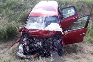 Osm zraněných po střetu autobusu s osobákem na Benešovsku