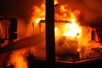 V garážích silničářů začal hořet sypač, škoda je přes pět milionů korun