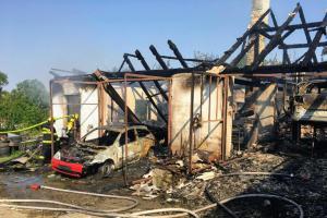 Majitel už nic neopraví. Požár mu zničil autodílnu i s dvěma vozy