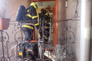 Hasiči zachránili dvě ženy z domku plného oxidu uhelnatého