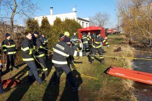 Českobudějovičtí hasiči cvičili záchranu probořených osob do ledu