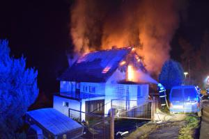 Hasiči jeli k požáru domu, cestou ještě zastavili u dopravní nehody