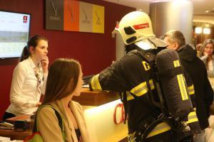 Hořelo v pokoji olomouckého hotelu, evakuováno 150 osob (VIDEO)
