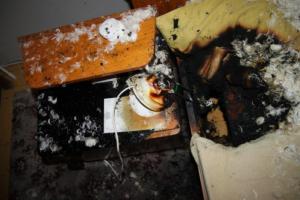Požár v manželské ložnici způsobila rozpálená... žárovka