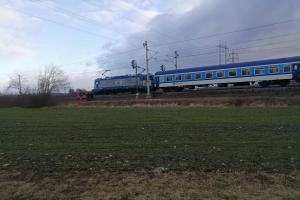 Muž na kolejích v Hulíně. Strojvedoucí vlaku nezmohl už vůbec nic