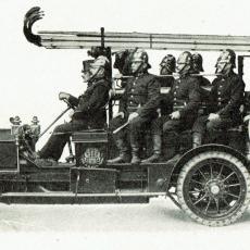 Hasičský automobil Praga z roku 1910